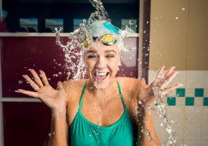 splash portrait photography. BTS image of photographer photographing a portrait of a swimmer.